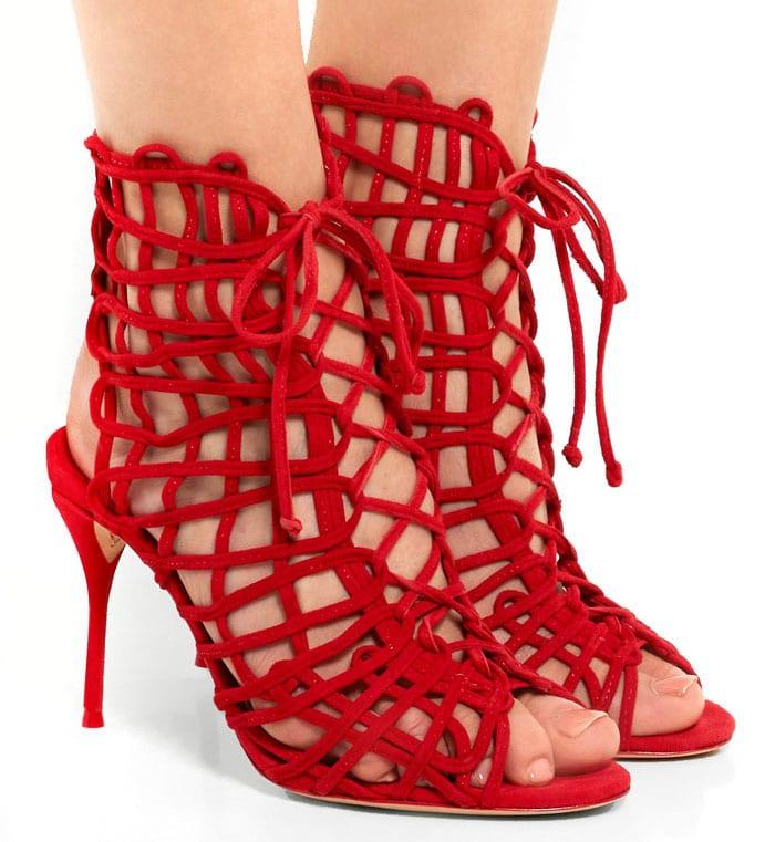 De quelle couleur avec des chaussures rouges?